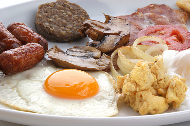 traditional irish breakfast on a large plate