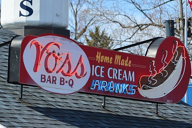 Voss' Sign in Yorkville, New York